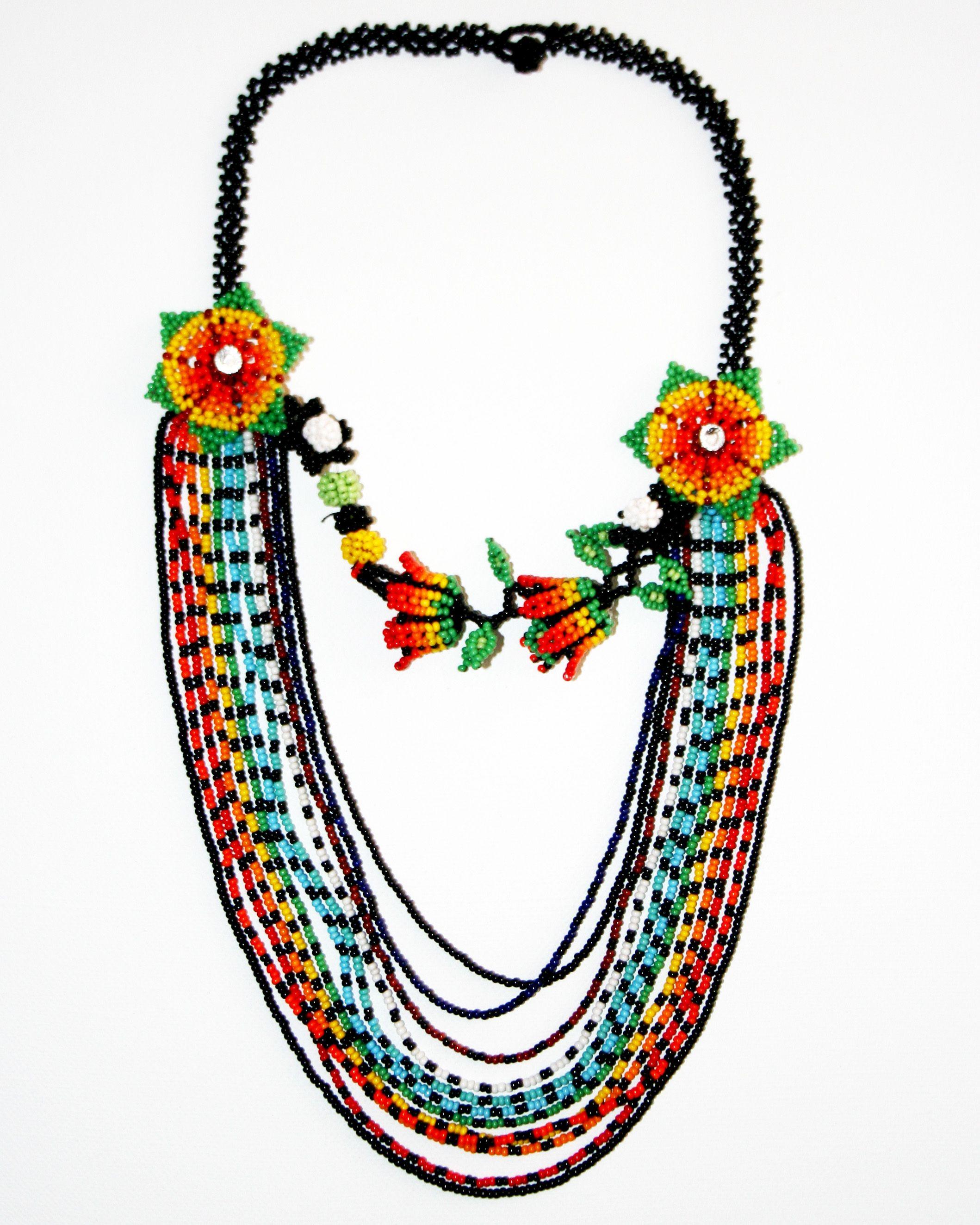 24be540dbd6a Realizado en canutillos tejidos a mano  3  Collares  Necklace  Handmade   Amazonas