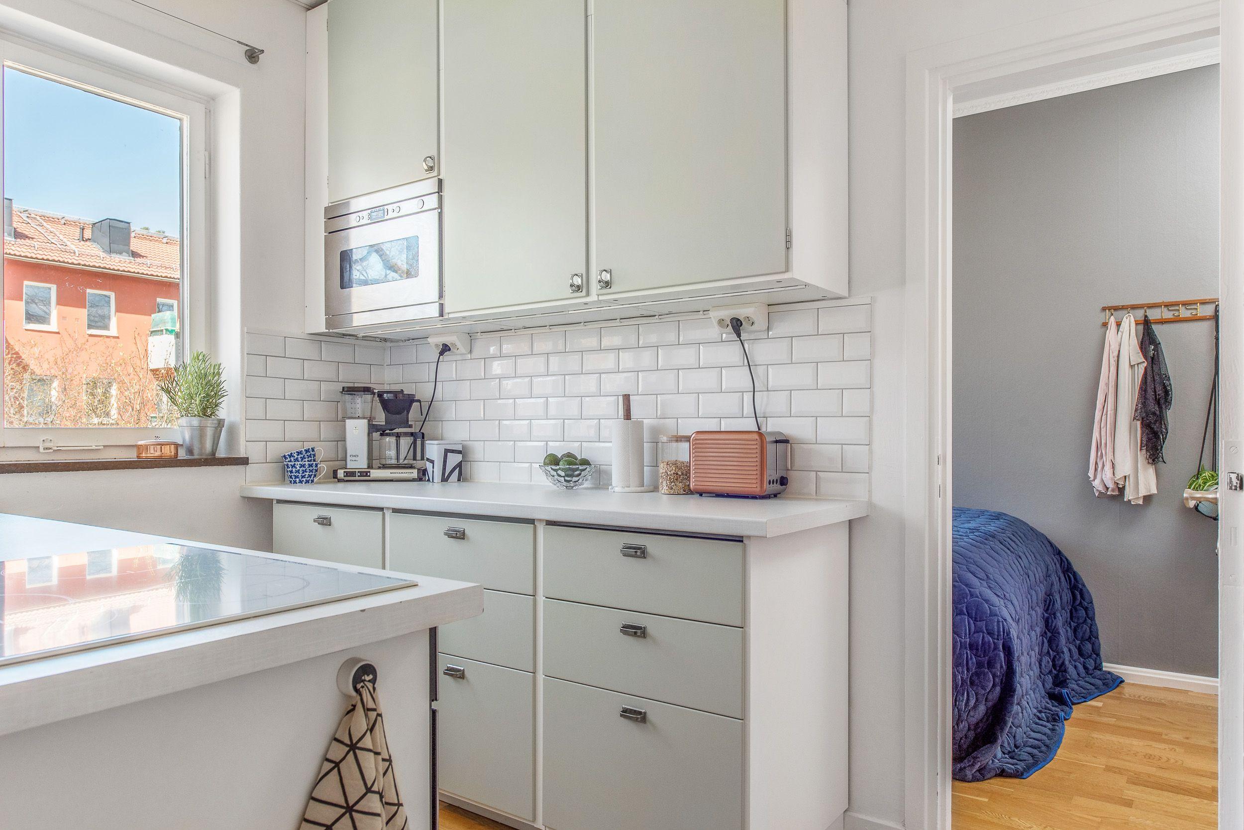 Renovated midcentury kitchen (40s, 50s, 60s style. Light ...