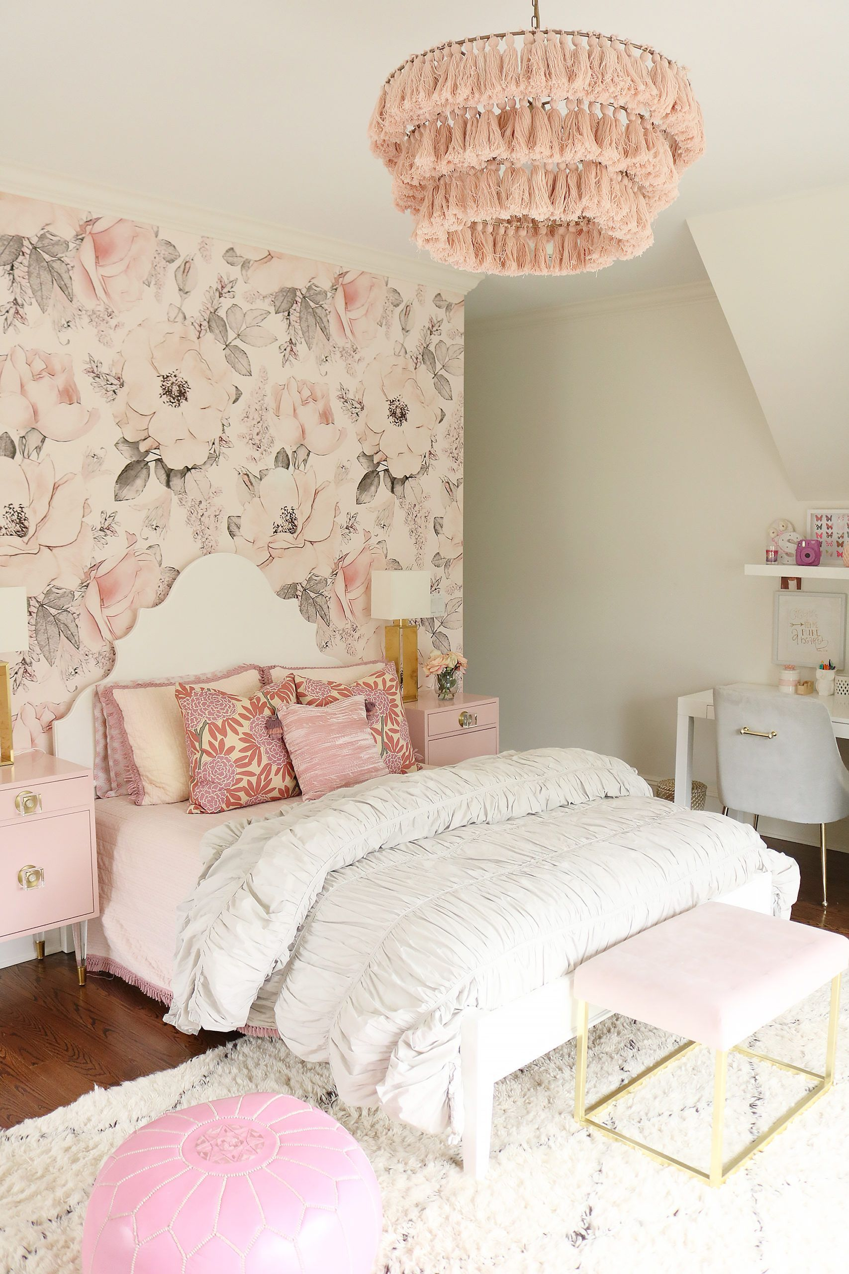 Cheap Minimalist Decor Saleprice 46 In 2020 Boho Chic Bedroom Floral Bedroom Pink Grey Room