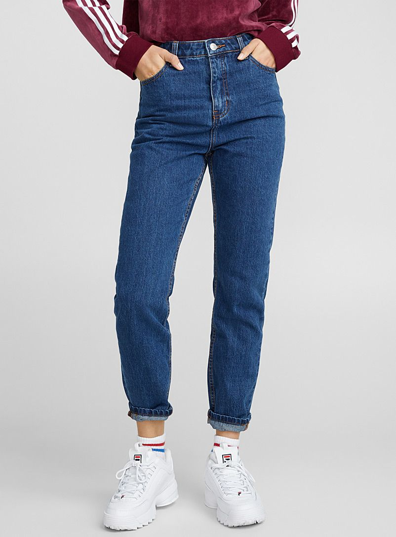 927c99fcdd99bf Dark blue mom jean in 2019 | cmas 2018 | Blue mom jeans, Dark blue ...