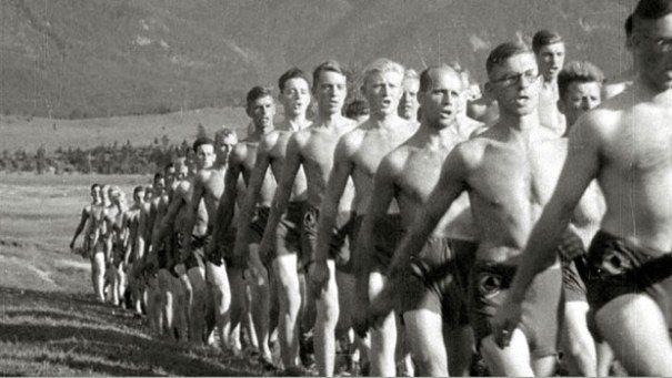 Kuvassa työpalvelua Bayerissa vuonna 1937.