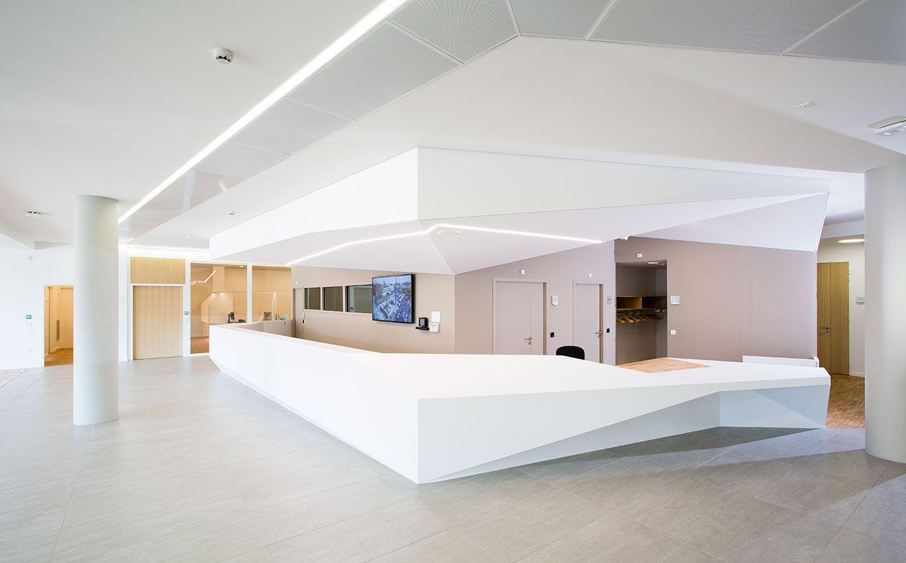 IHU - Reception - Strasbourg - Solid Surface | Mostrador de ...