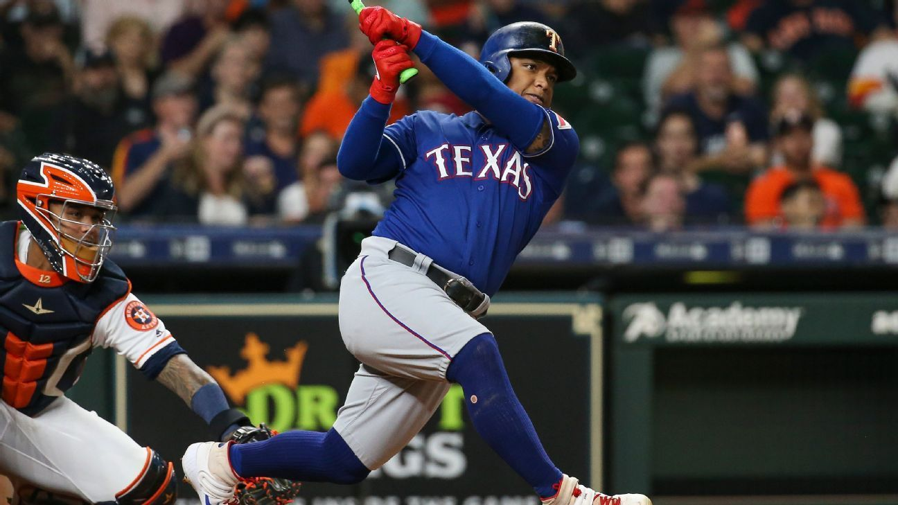 Rangers' Calhoun hit by fastball, fractures jaw in 2020