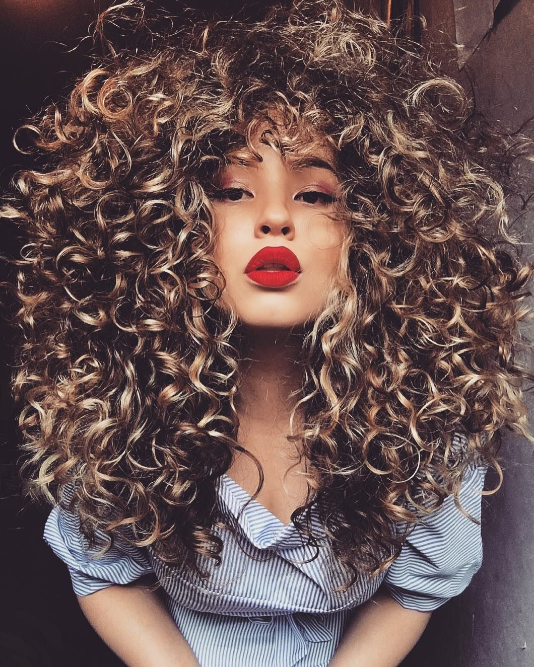 Say Goodbye To 2020 Forever With These Epic New Year S Eve Hairstyles Hair Styles Big Hair Curly Hair Styles