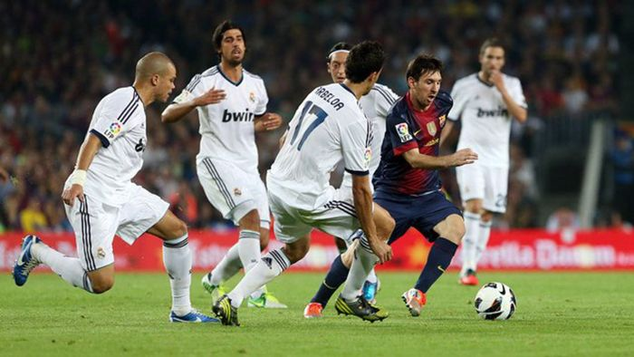 41 Iconic Photos That Prove Why Football Is The Biggest Sport In The World  | Messi, Messi vs, Fun sports