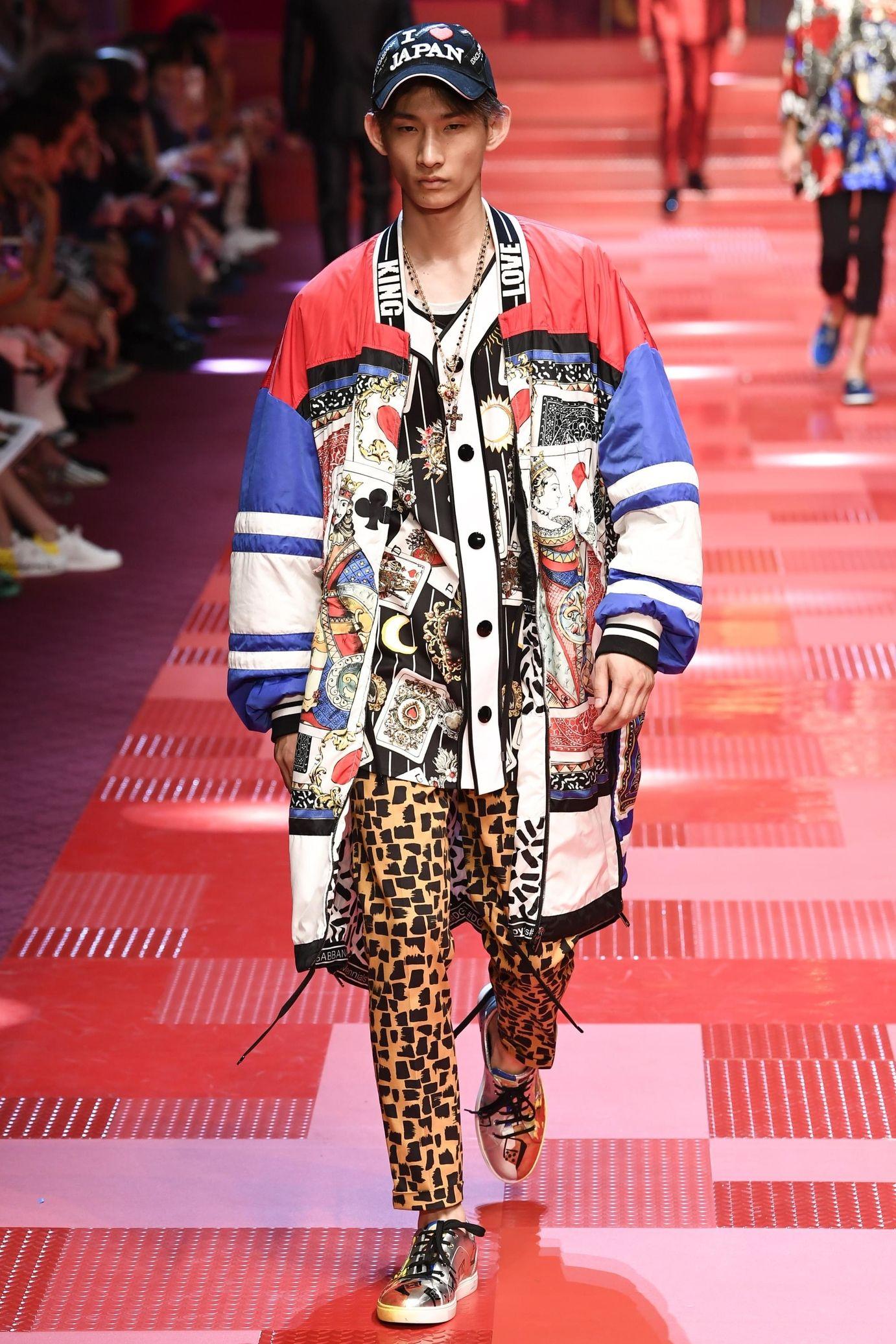 9c75c89dee Défilé Dolce & Gabbana: Printemps-été 2018   2018 Menswear/High ...