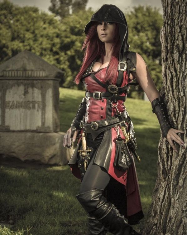Ireland Reid Unveils Her Badass Assassin S Creed Inspired Cosplay