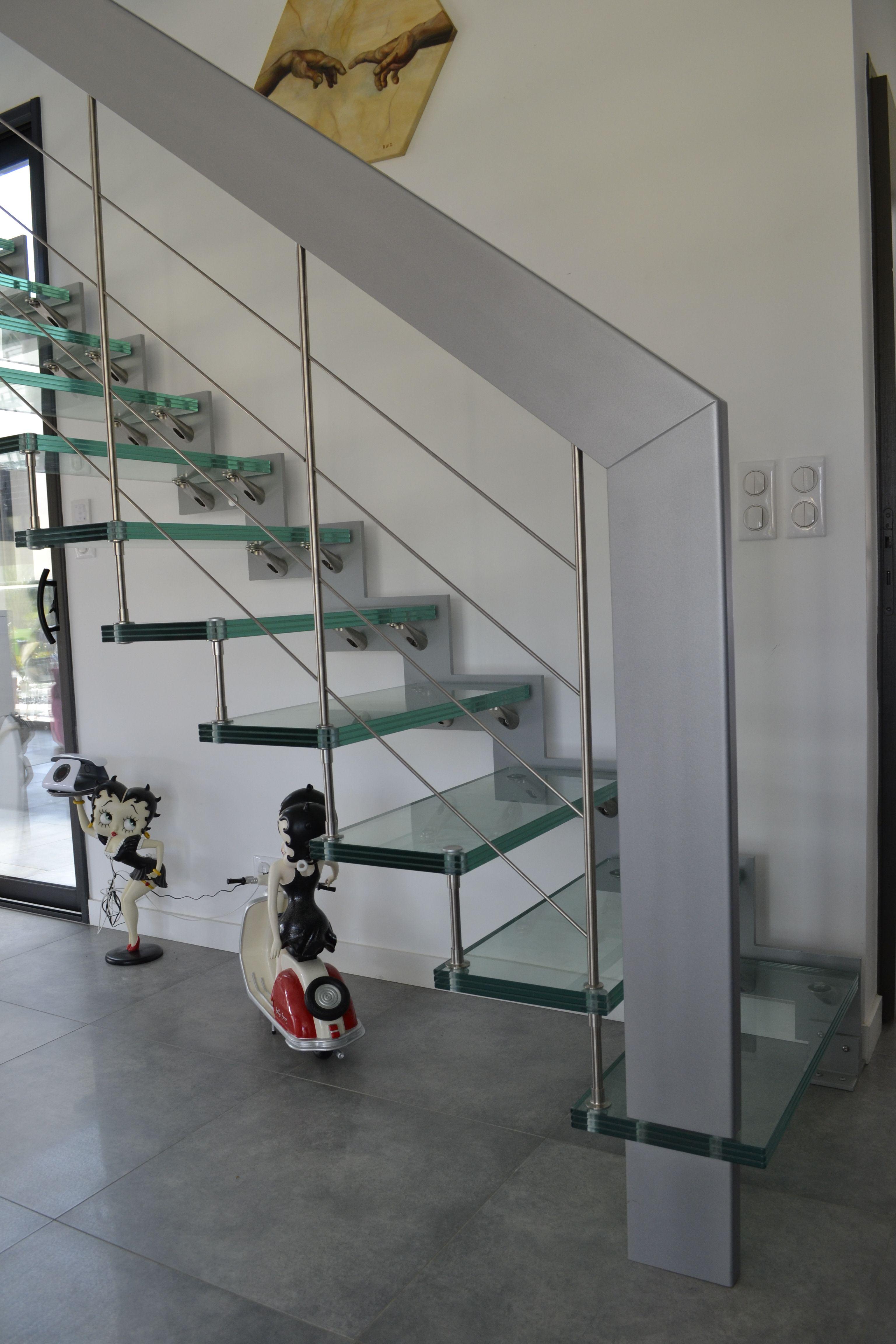 Escalier Suspendu Marches En Verre Et Rampe Avec Des