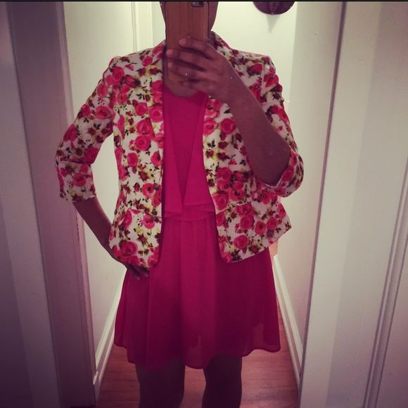 Floral Peplum Blazer Pre-loved in good condition, minor signs of wash and wear. Floral blazer with pink lining. Peplum style. Faux waist pockets. Size 8 PETITE. Shown on me: regular size 4/6. 98% cotton, 2% spandex Ann Taylor Jackets & Coats Blazers