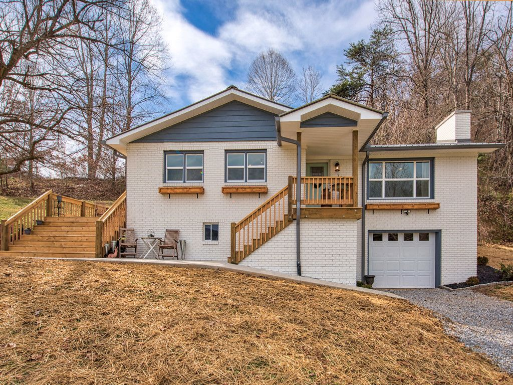 207 Lunar Trace Road In Waynesville Nc Mls 3475286 Hgtv Johanna Gaines Protege Herself Is At It Again This Conv New Washer And Dryer Waynesville Gutters