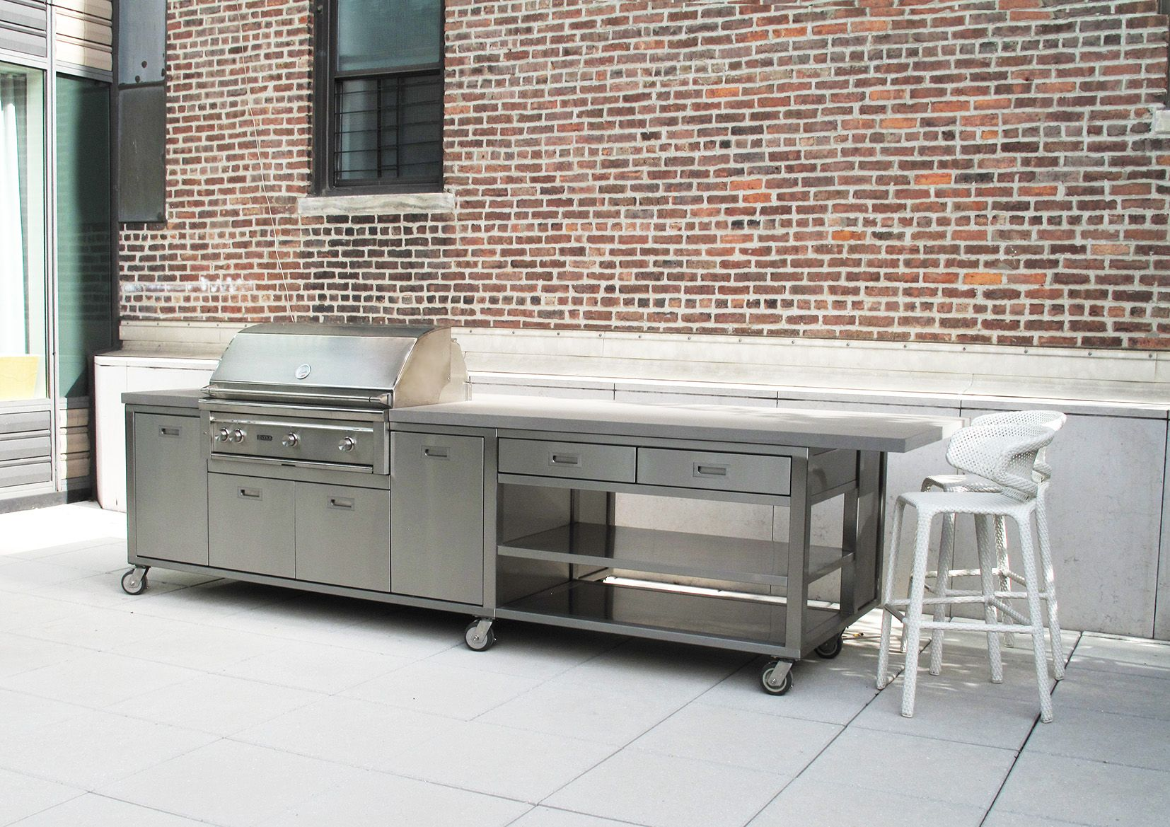 Outdoor Kitchen On Wheels Marine Grade Stainless Steel And Neolithe Countertops Perfect For Outdoor Conditions Kitchen Outdoor Kitchen Countertops