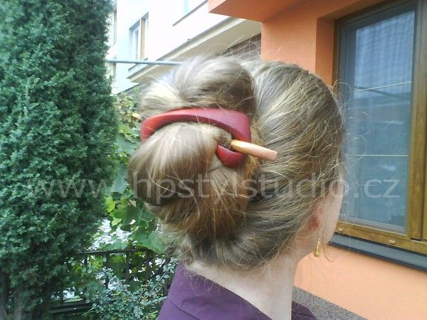 This wooden hair clip is for daily wear and thick, long hair.  It's lightweight, elegant and creates a nice style for the whole  day.    Advantage of the clip clips is that it can hold any amount of  hair. The shape of the tape makes it possible. The buckle is  lightweight and strong and does not slip from the hair down.