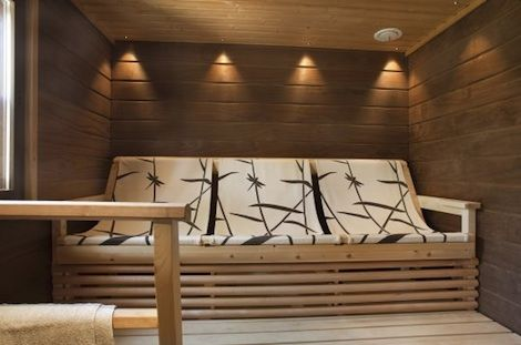 Comfy sauna. Like the colors also!