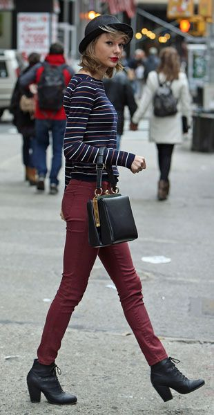 Taylor Swift's Navy striped sweater with red jeans and black lace ...