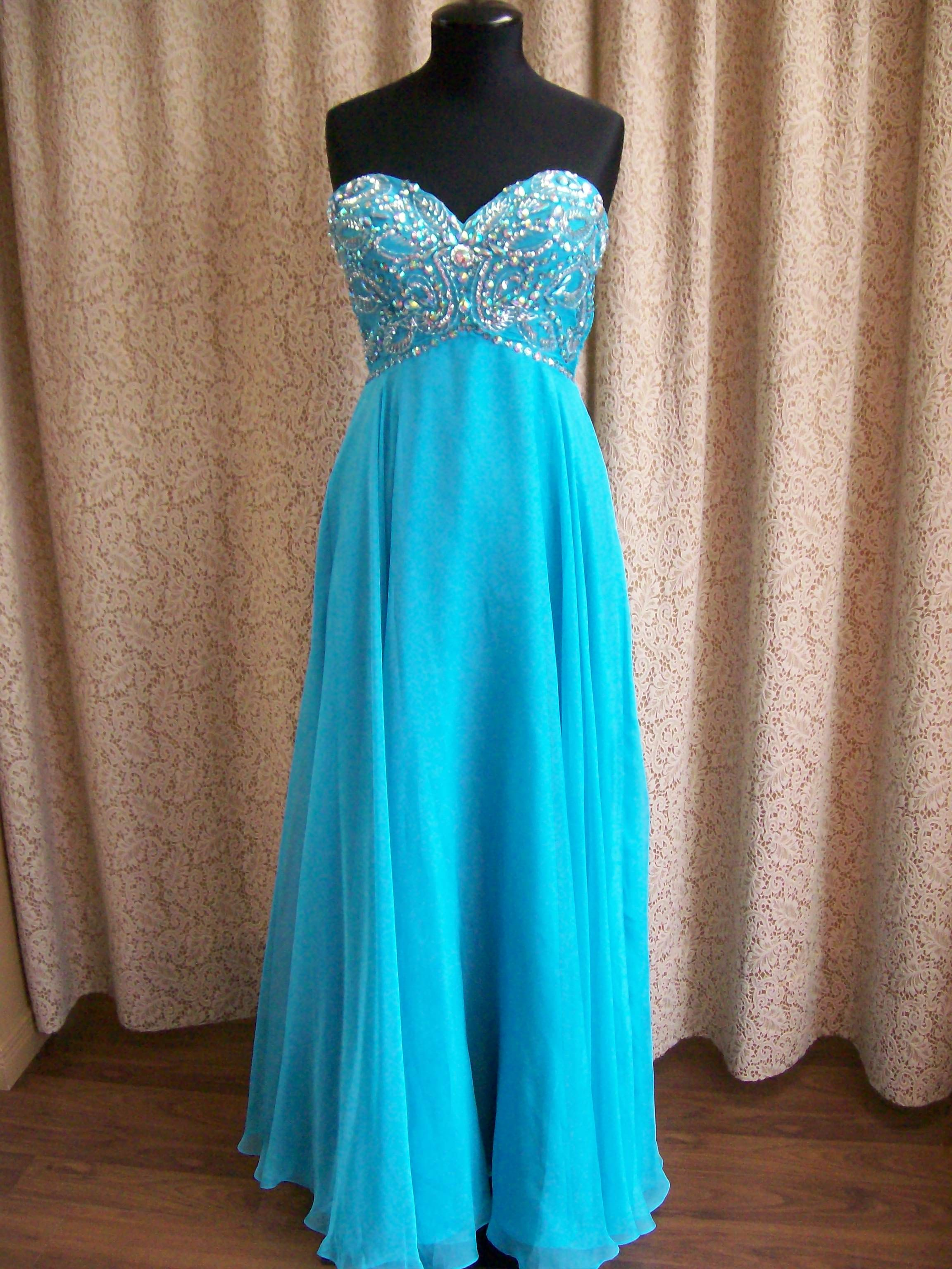 Beautiful Tiffany Blue Chiffon Prom Dress With Blingy Bodice and sweetheart neckline, Size 6, $345.00. #Prom2015 #promhamilton #promdresses #Promsexy #promcanada #graduation #fancyprom #blingyprom #longpromdress #jefferybridal #bluedress #blueprom #sexyprom #blingy