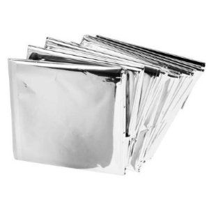 22 uses for emergency mylar space blankets space blanket blanket emergency mylar thermal blankets pack of disposable rescue blanket keeps in body heat and preserves body temperature small enough to fit in most first aid fandeluxe