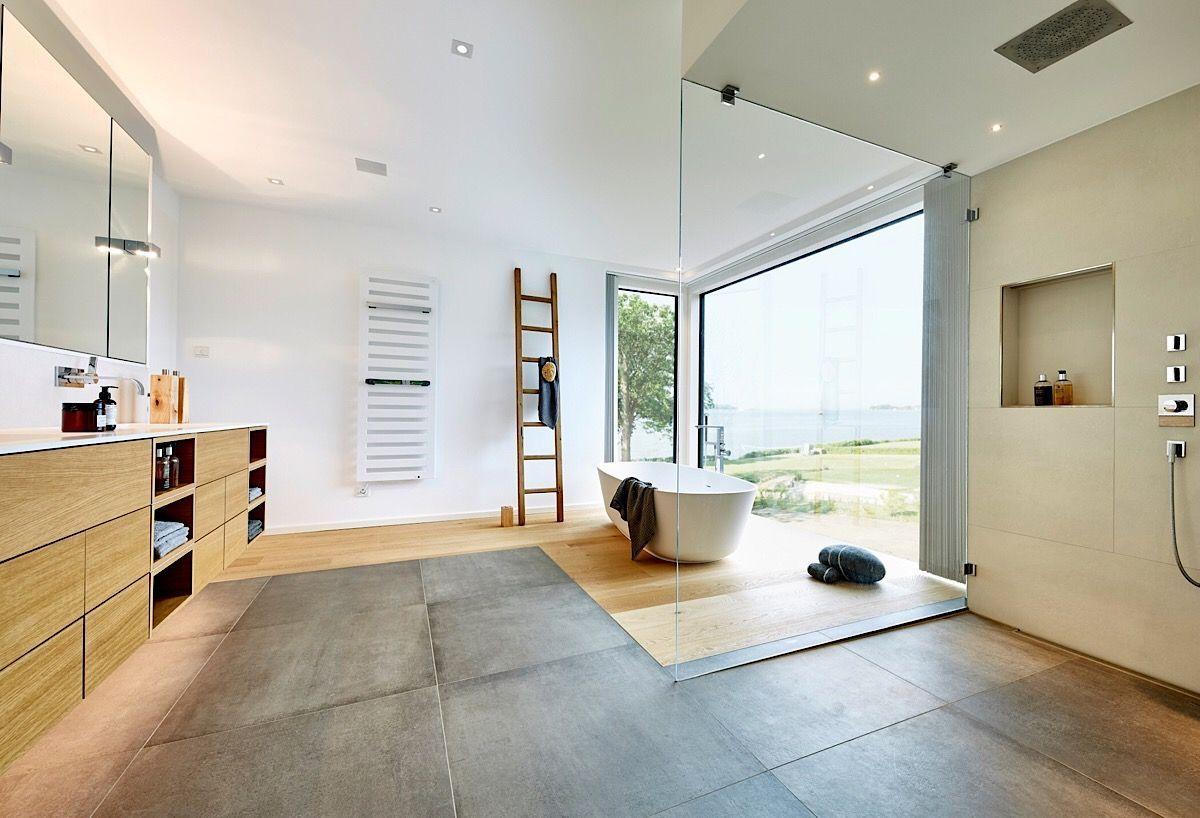 Badezimmer modern luxuriös mit bodengleicher Dusche