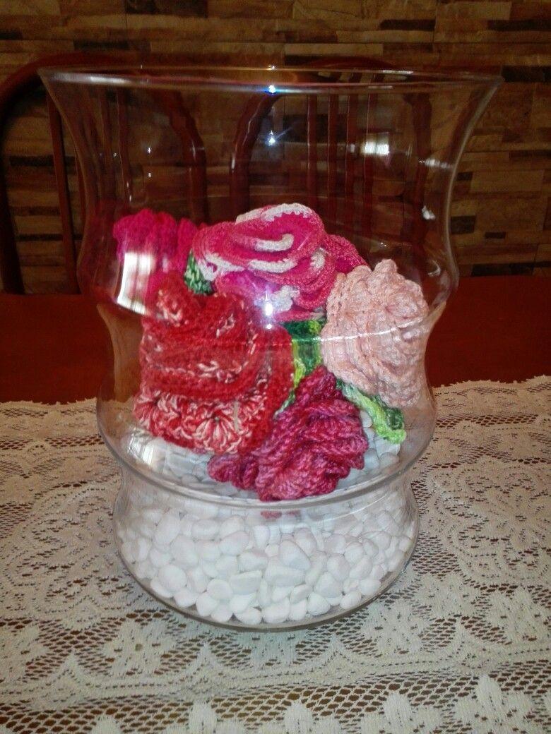 Centro de mesa con rosas a crochet.