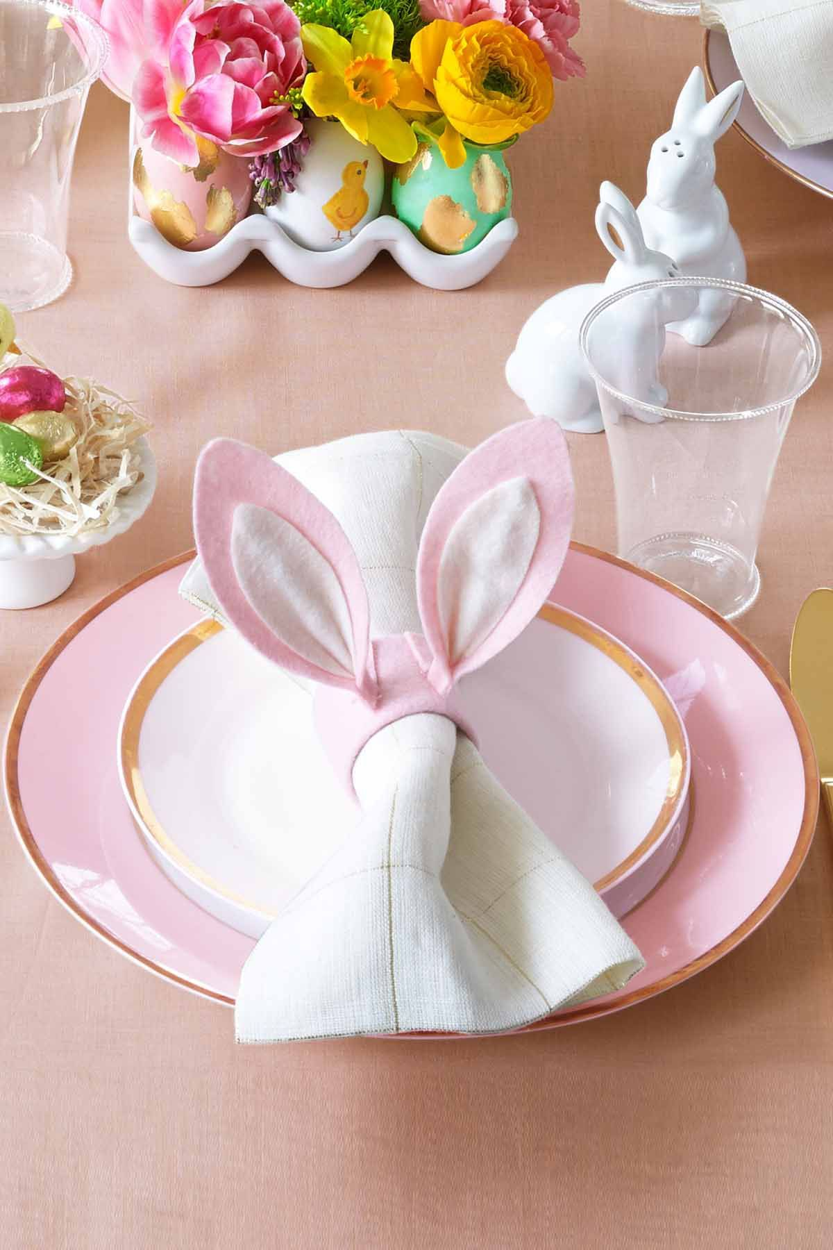 This Easter Brunch Decor Might Even Be More Impressive Than You Meal Easter Table Decorations Easter Napkins Easter Centerpieces Diy