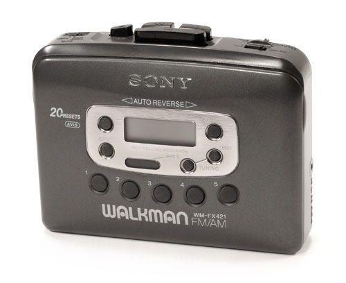 El walkman es anterior al discman desarrollado por Sony.Era el soporte del cassette.