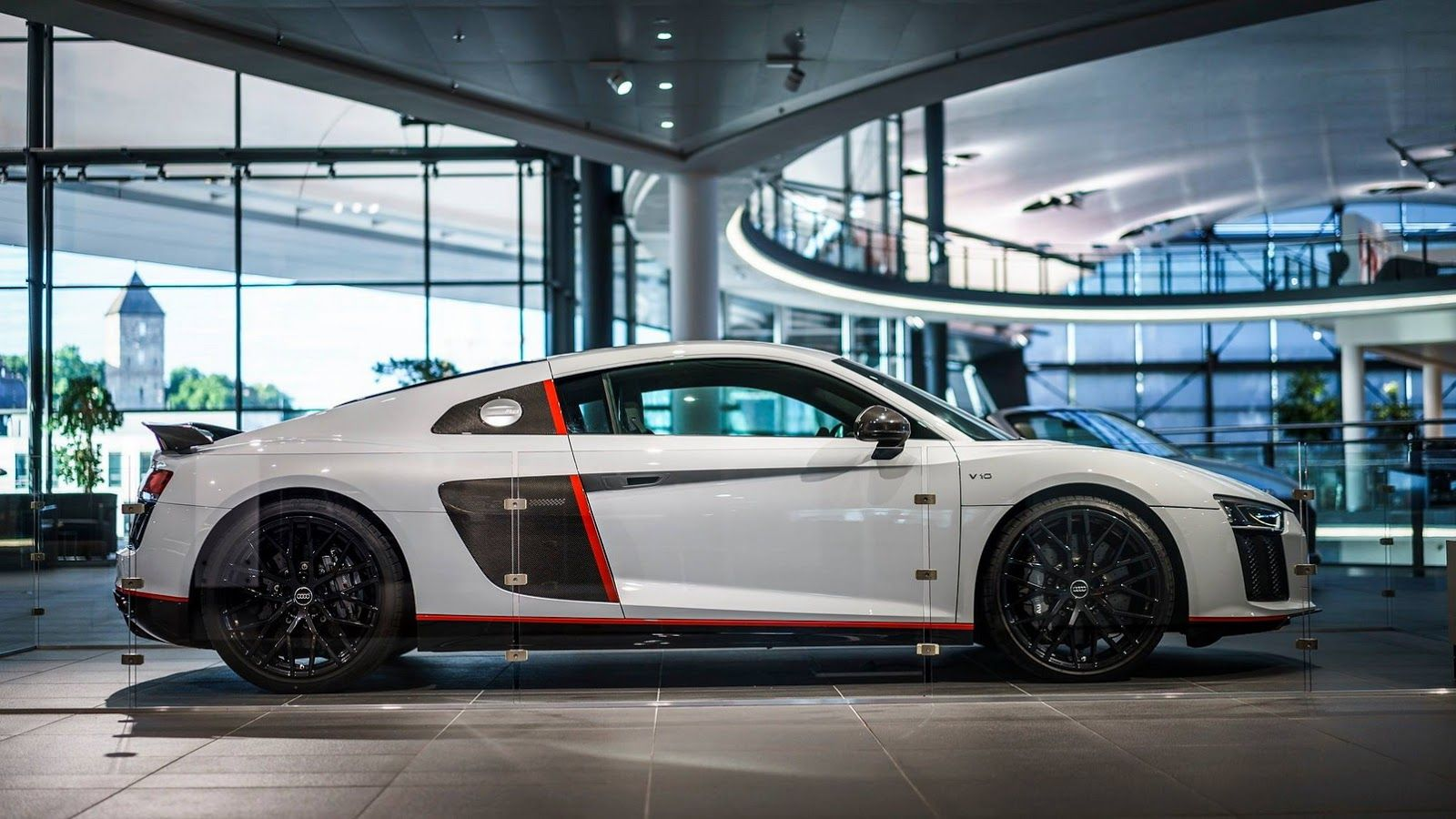 Audi shows off new r8 v10 plus selection 24h edition