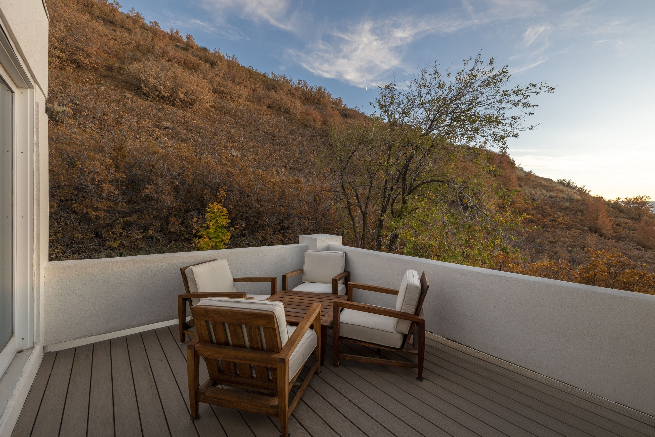 Relax after a long day to the peaceful sunset over the Salt Lake Valley, with a perspective that includes Downtown, the Great Salt Lake, and both the Wasatch and Oquirrh mountain ranges. #WindermereUtah #Balcony #Patio #OutdoorLiving #Deck #UtahHomes #LuxuryLiving #LuxuryLifestyle #LuxuryHomes