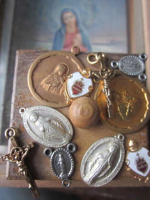 Italian Vintage  Assorted Religious Charms di WhoKnowsWhat su Etsy, $6.00