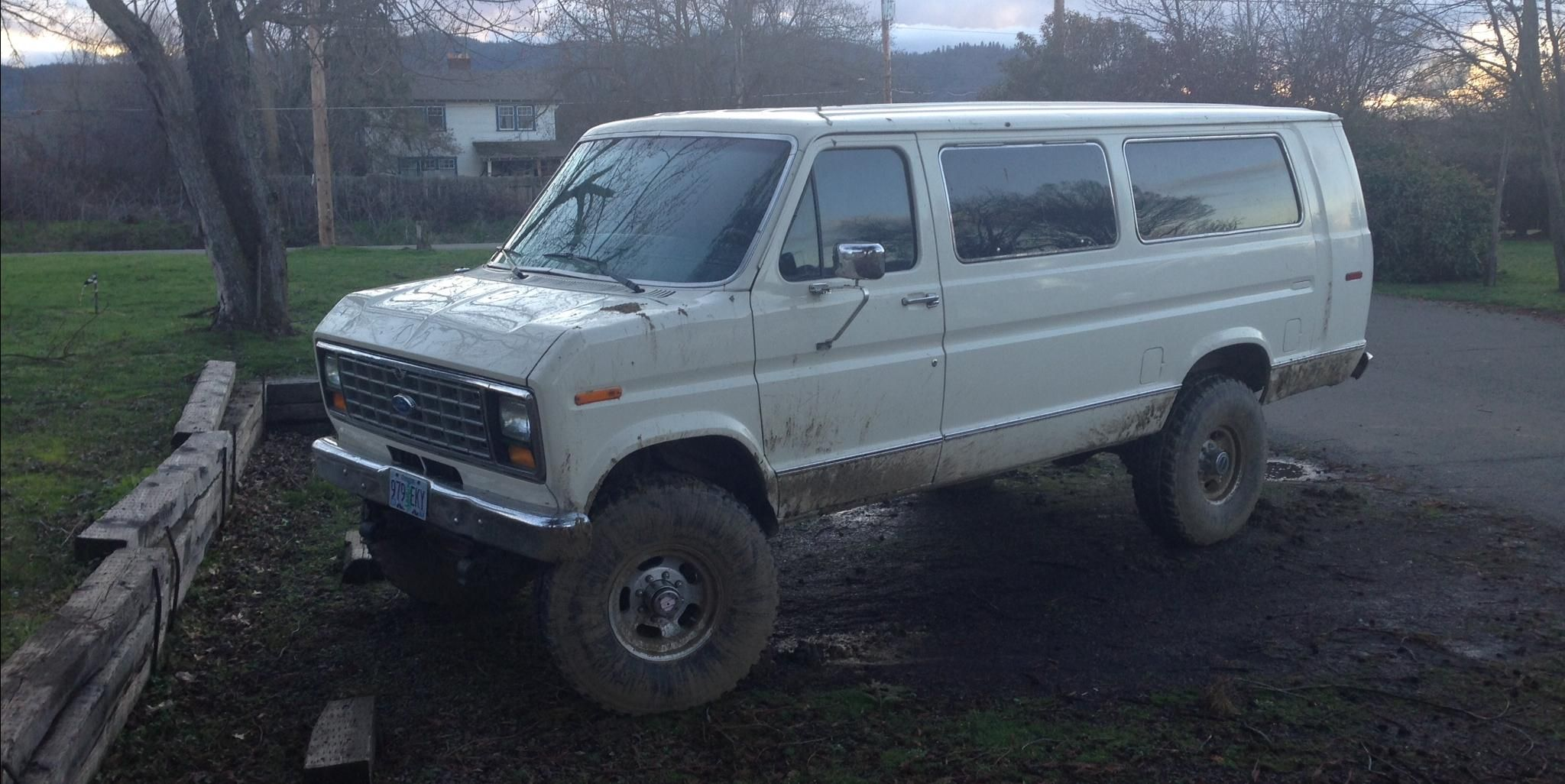 Ford E350 Super Duty Passenger XL Extended Van 3D - View all Ford ...