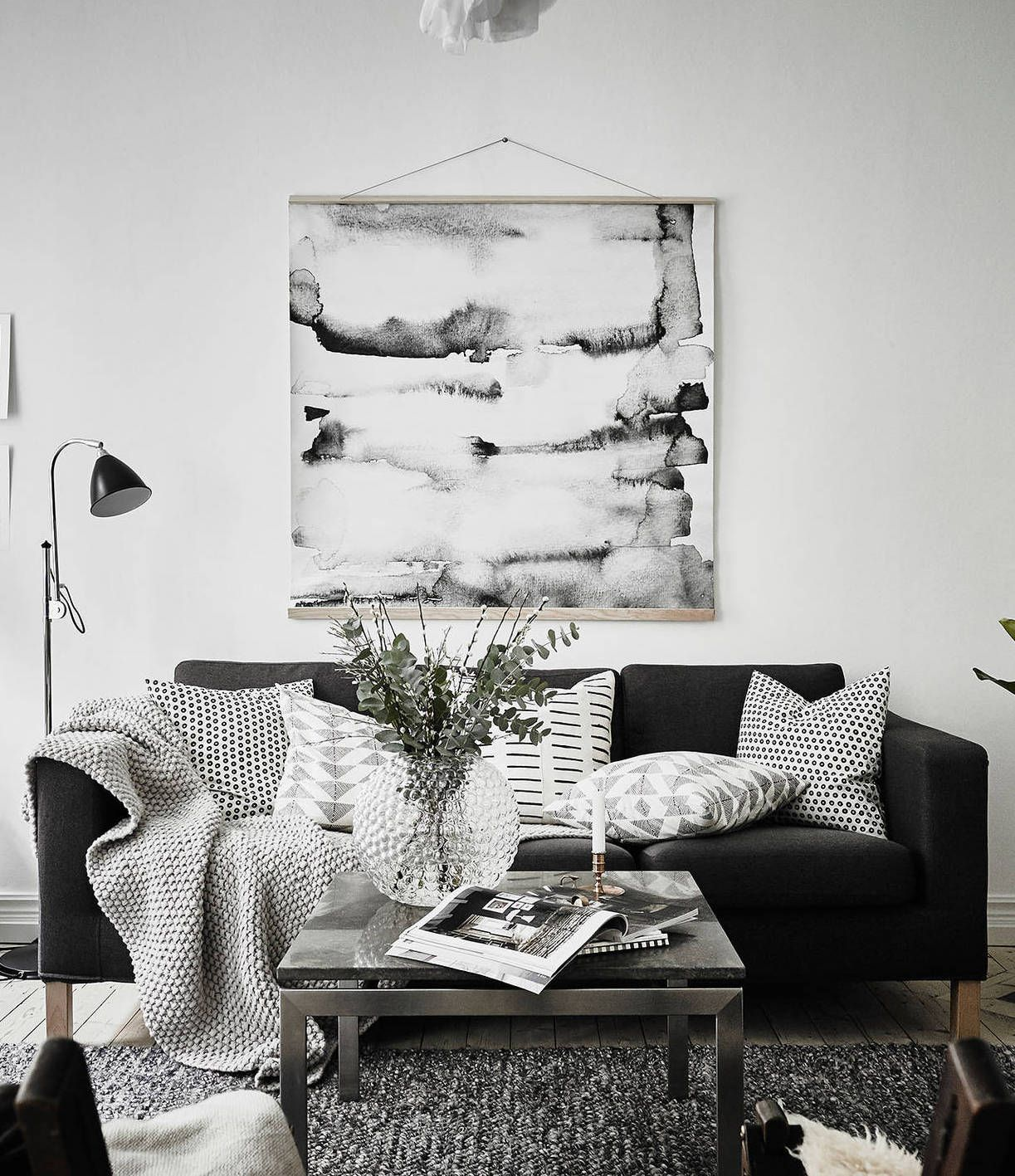 Simple and cozy it 39 s all about interior black white - Black accessories for living room ...