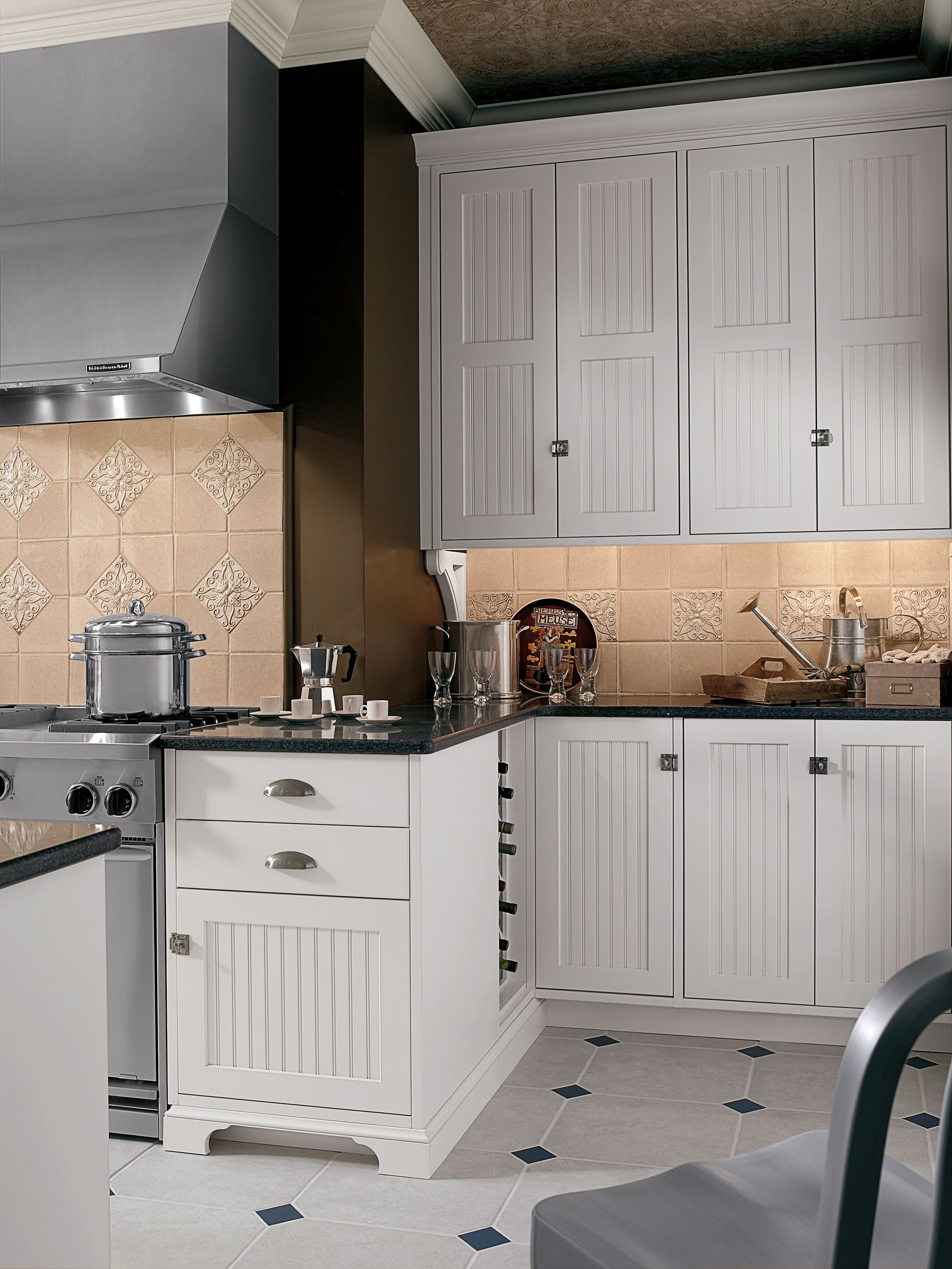 Colony Beaded Door Style Shown In Classic Opaque Lace On Maple Wood Mode Classic White Kitchen Home Kitchens