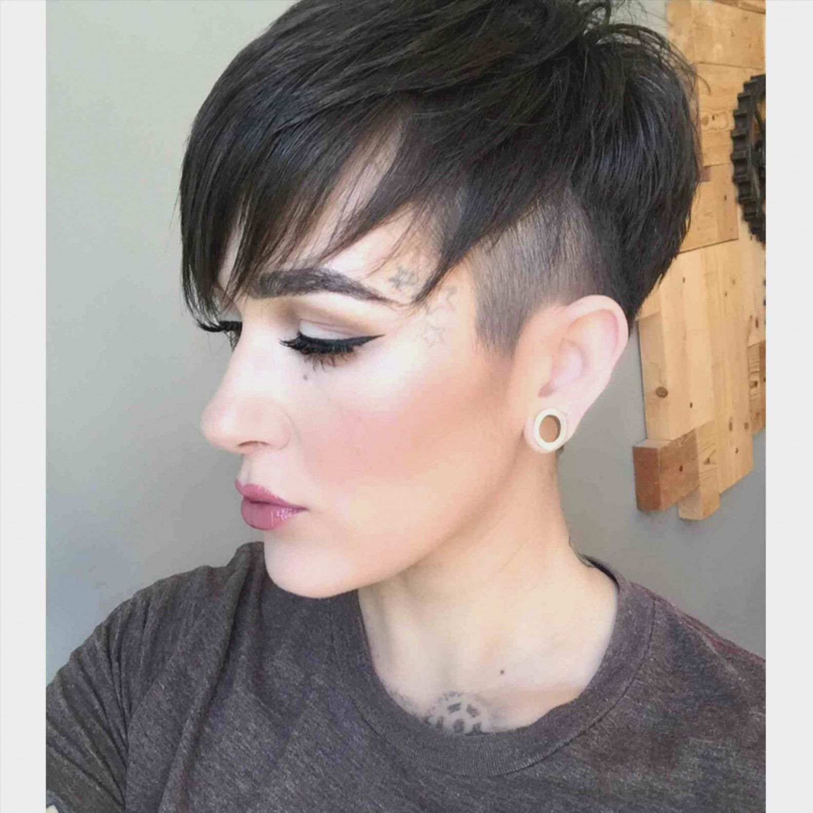 26 Short Hairstyles Faces Double Chins Beehost Really Short Hair Short Hair Styles For Round Faces Short Hair Styles