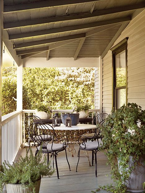 A Charming Bungalow In Los Angeles: A Charming Atlanta Bungalow: Balloon-back Bistro Chairs