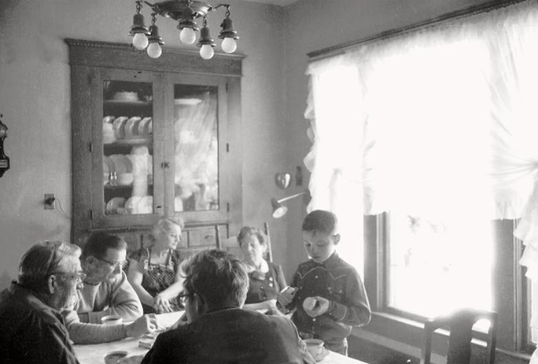Con su tío Marcus Winslow, su abuelo Charlie, su abuela Emma Dean, su tía Ortense Winslow y su primo Marcus Jr.