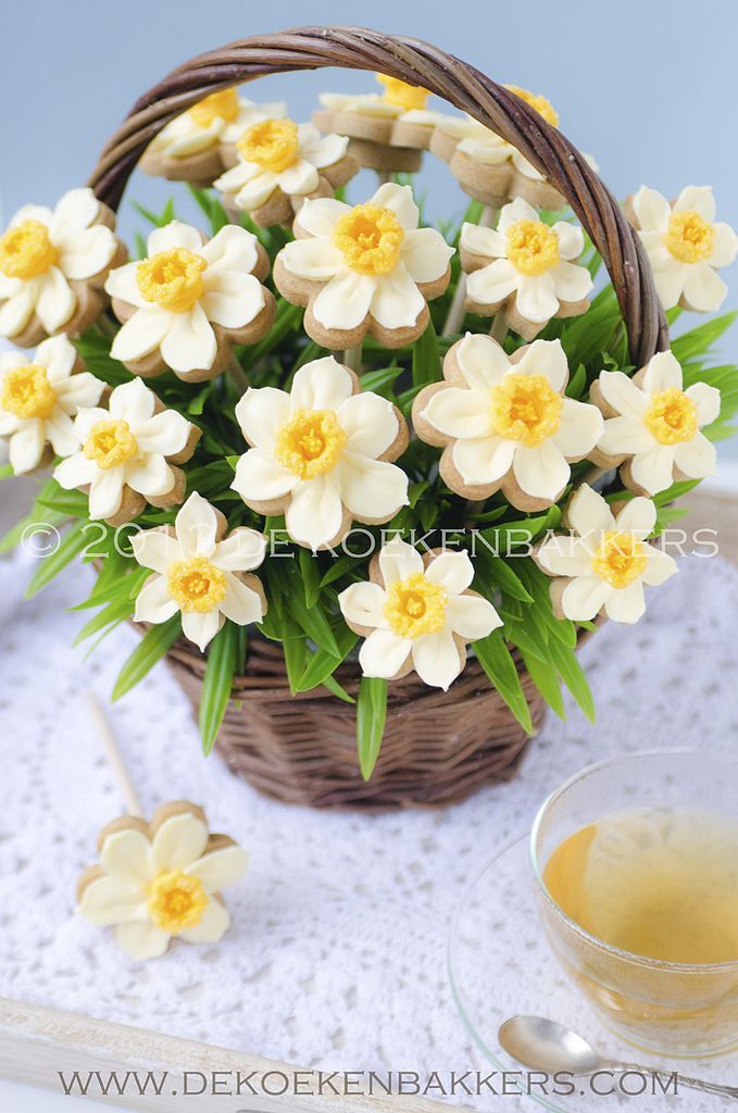 Daffodil cookies bouquet   Flowers are piped with royal icin…   Flickr