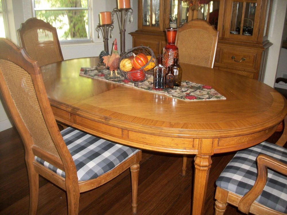 Dinning Room Chairs & Placemats, Table Runner, Tablescape
