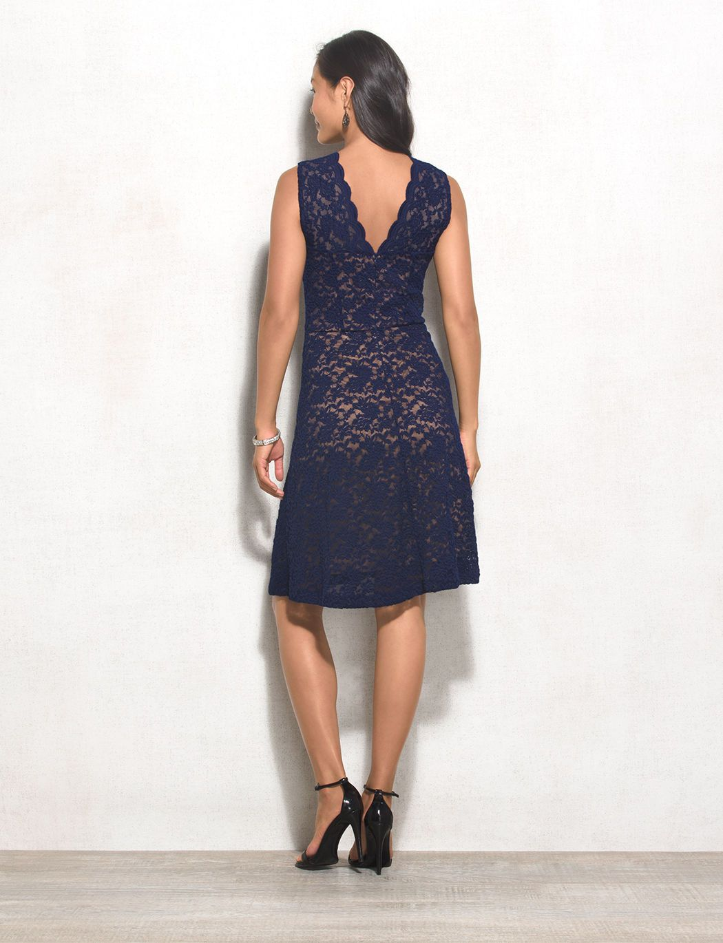 Lace dress navy  Because lace never goes out of style this chic navy number is