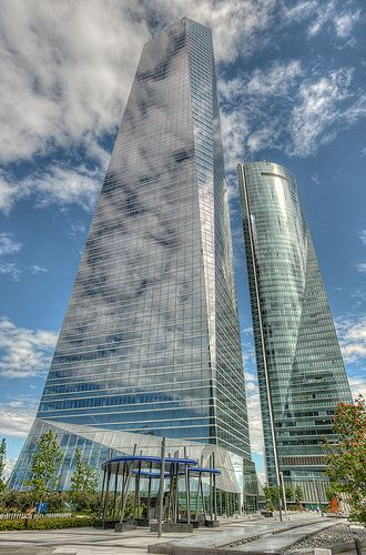 torre de cristal y torre espacio ctba madrid spain hdr