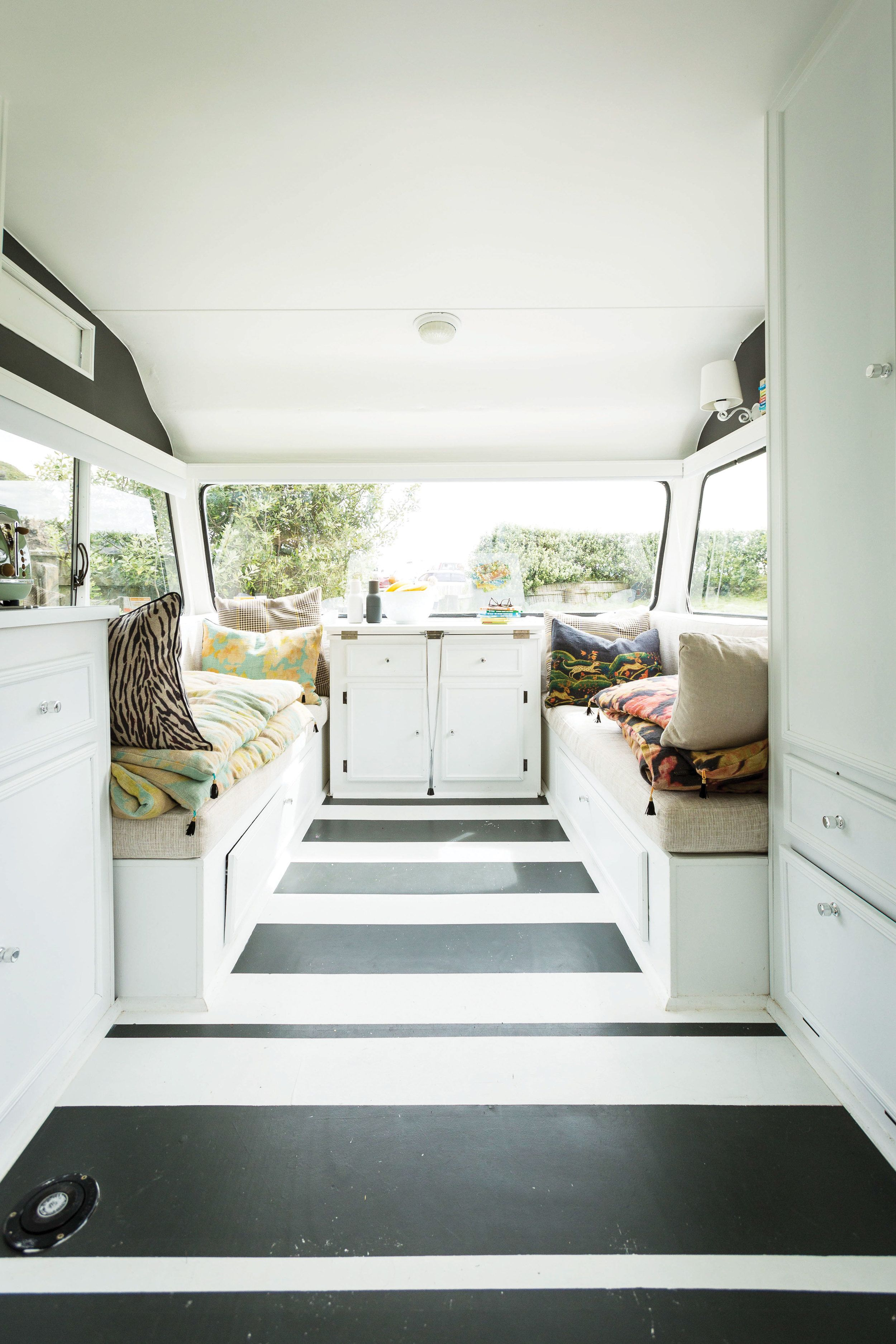 one of the family caravane remorque et tentes. Black Bedroom Furniture Sets. Home Design Ideas