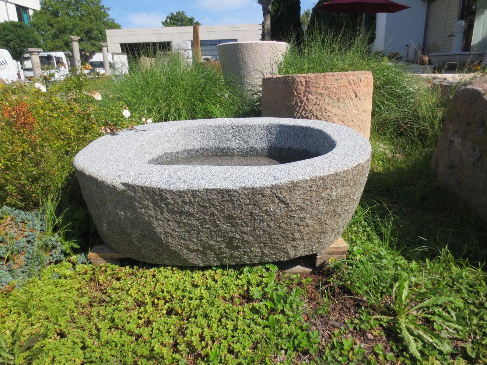 Natursteinbrunnen Fur Den Garten Brunnencenter Allgau Brunnen Findling Granit