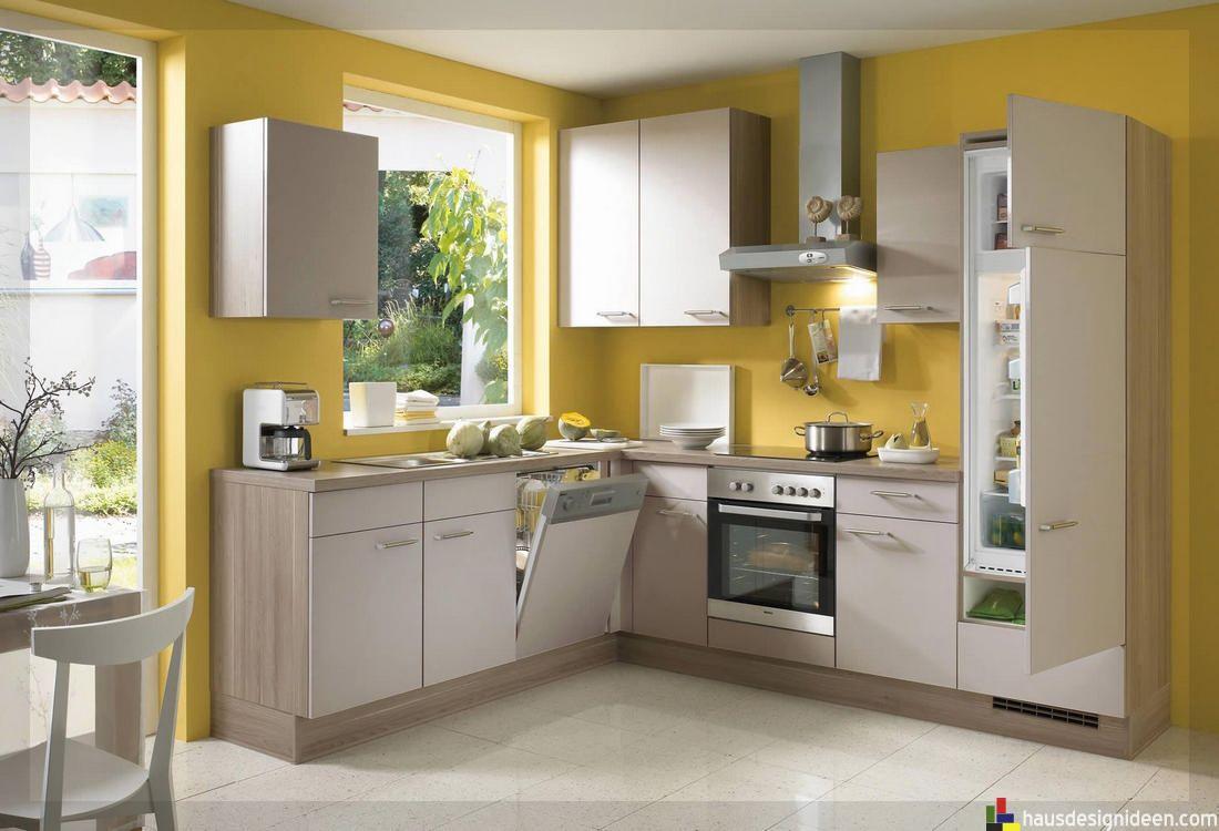 Charmant Gelbe Wände, Kleine Stühle Und Eine Lampe, Buntes Bild Perlgraue  Küche Wunderbar Wandfarbe Für Küche Auswählen U2013 70 Ideen, ...