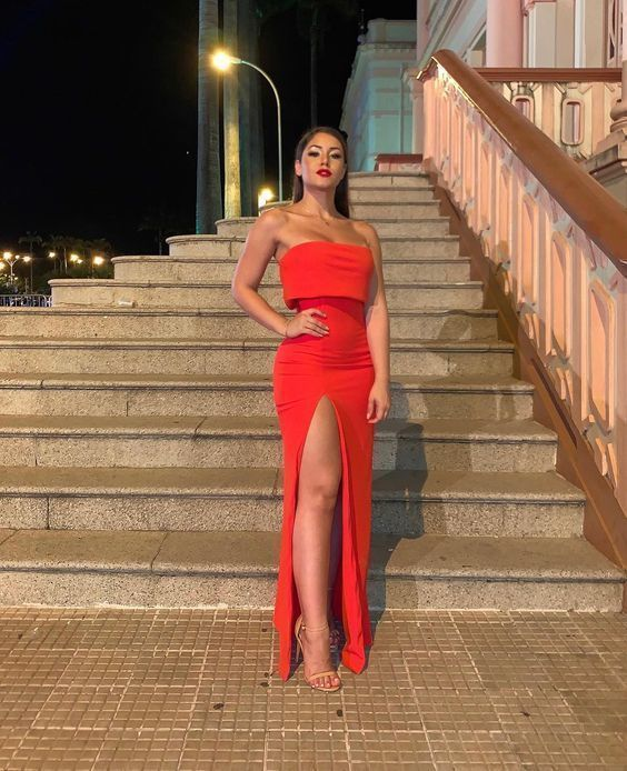 Photo of Trägerloses bodenlanges Abendkleid mit geteiltem 2569