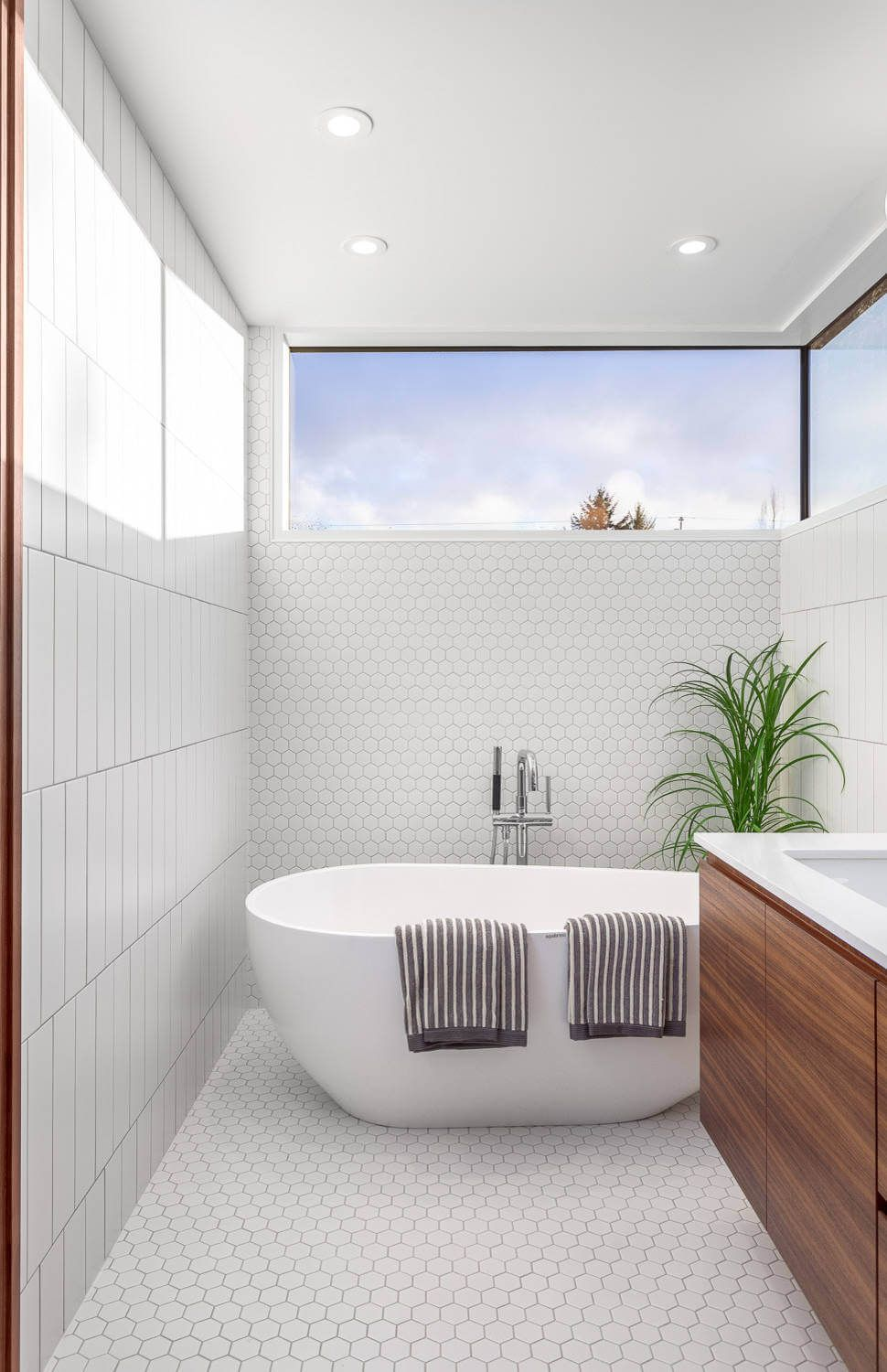 House in Vancouver by Randy Bens | HomeAdore | Bathroom ...