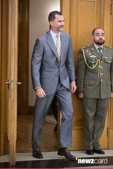 Su Majestad el Rey junto a los ministros de Asuntos Exteriores y de Cooperación de los Reinos de España y Marruecos y embajadores respectivos Palacio de La Zarzuela. Madrid, 05.06.2015