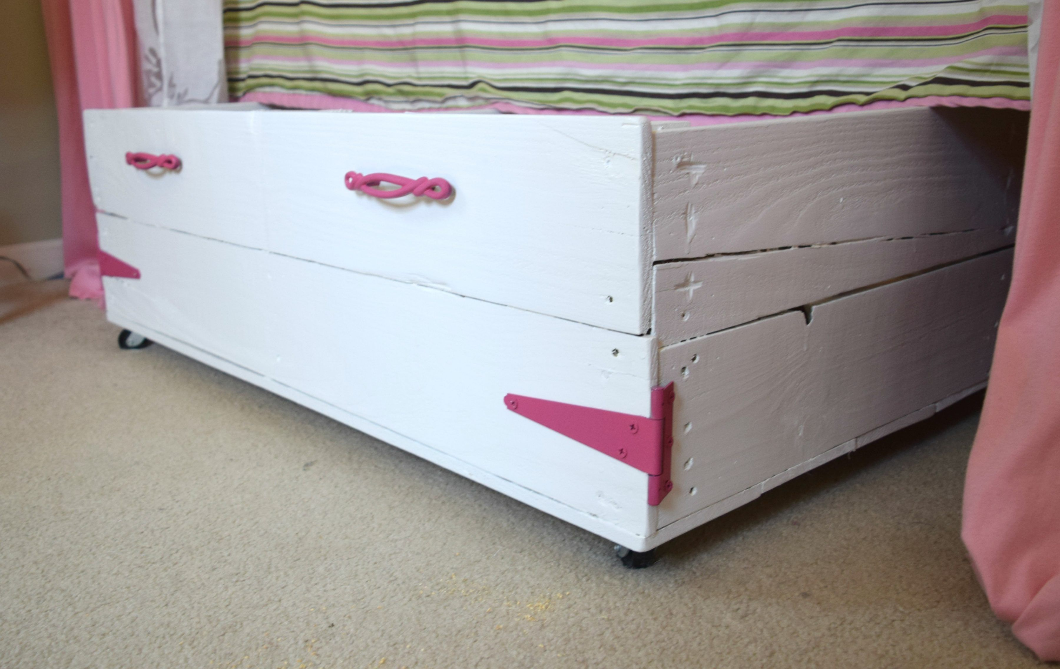 diywoodpalletbox Wood pallets, Toy storage, Pallet