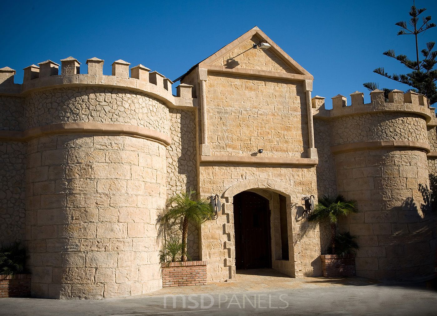 Castle with decorative stone panels stone panels pinterest panel castellanos y piedra - Paneles sinteticos decorativos ...