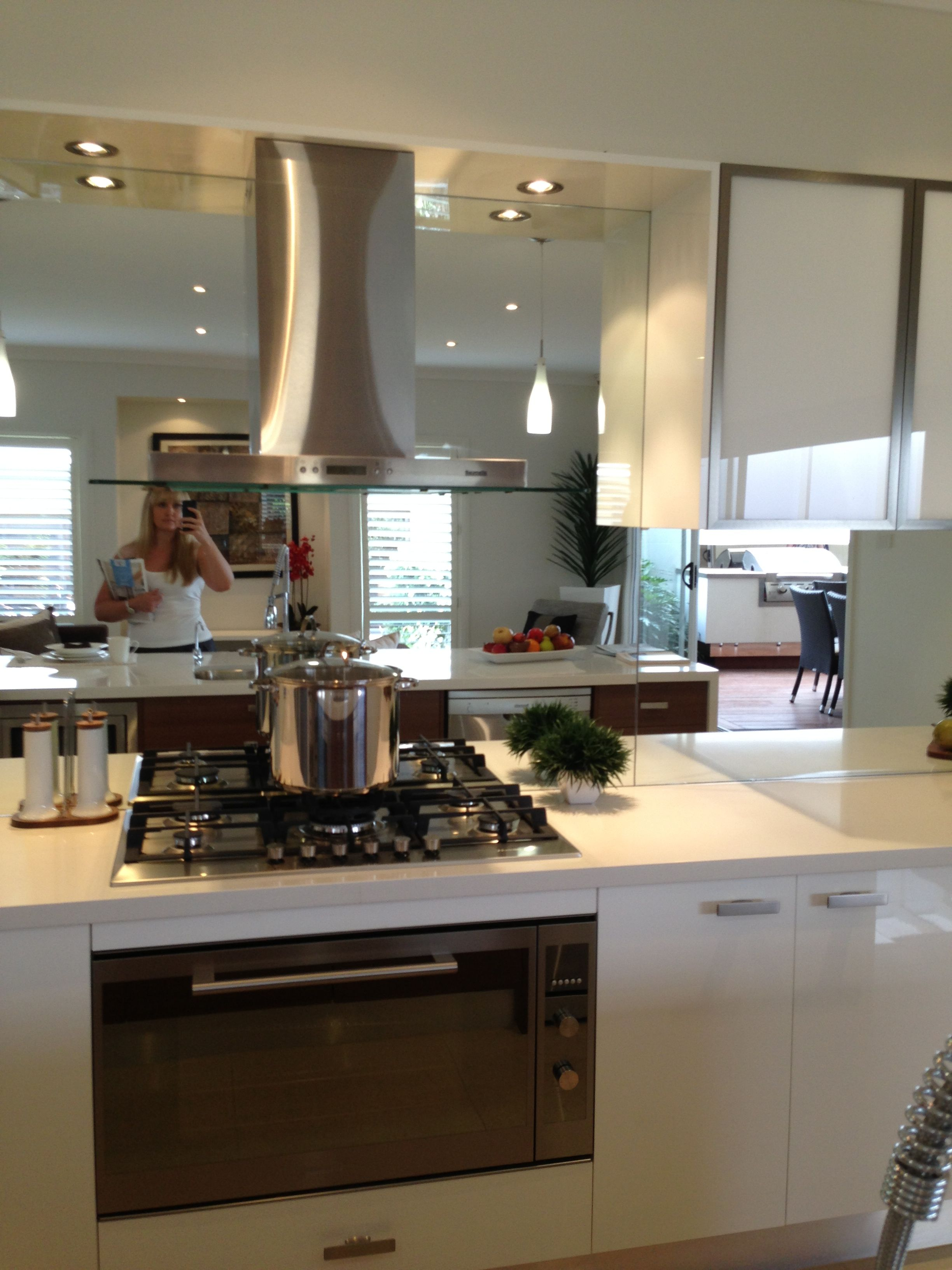 Mirrored Splashback Hob Layout Rangehood And Cabinets Without