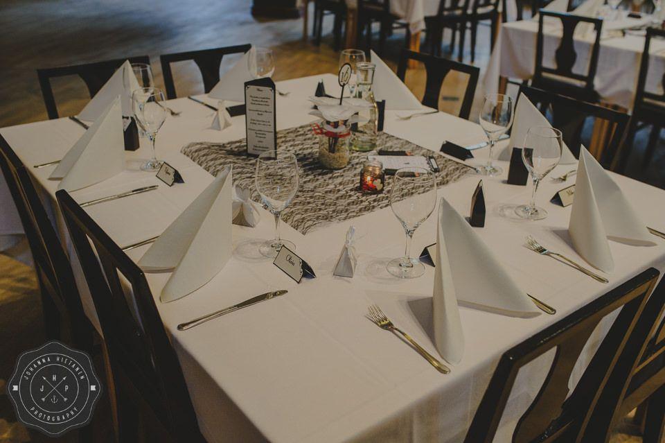 Elegant and simple black & white table setting for a wedding. http://johannahietanen.com