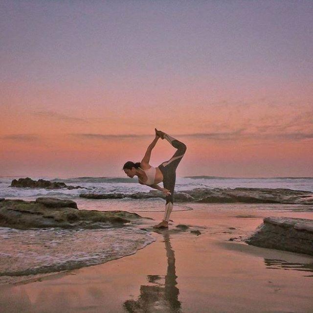 Sunset Yoga with@bohemian_heart featuring the Vitality Legging #aloyoga #beagoddess