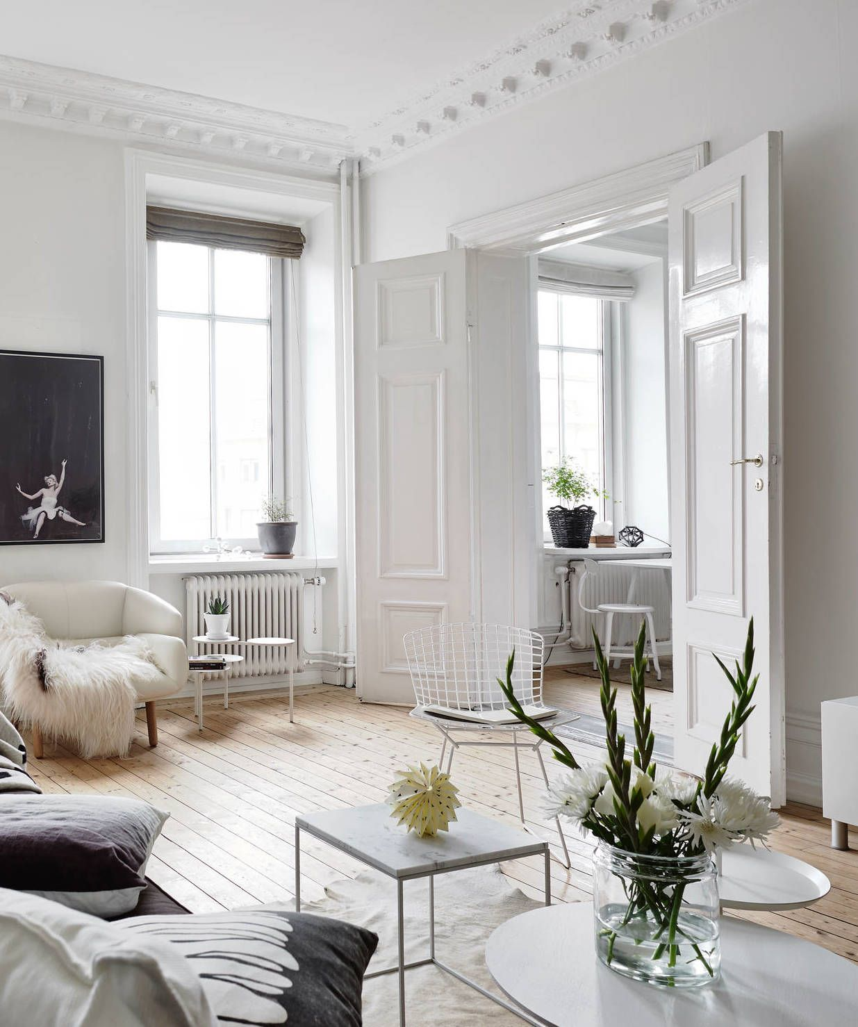 Wohnzimmer Einrichten Altbau Neutrals And Clean Lines In An Old Building Home Sweet Home