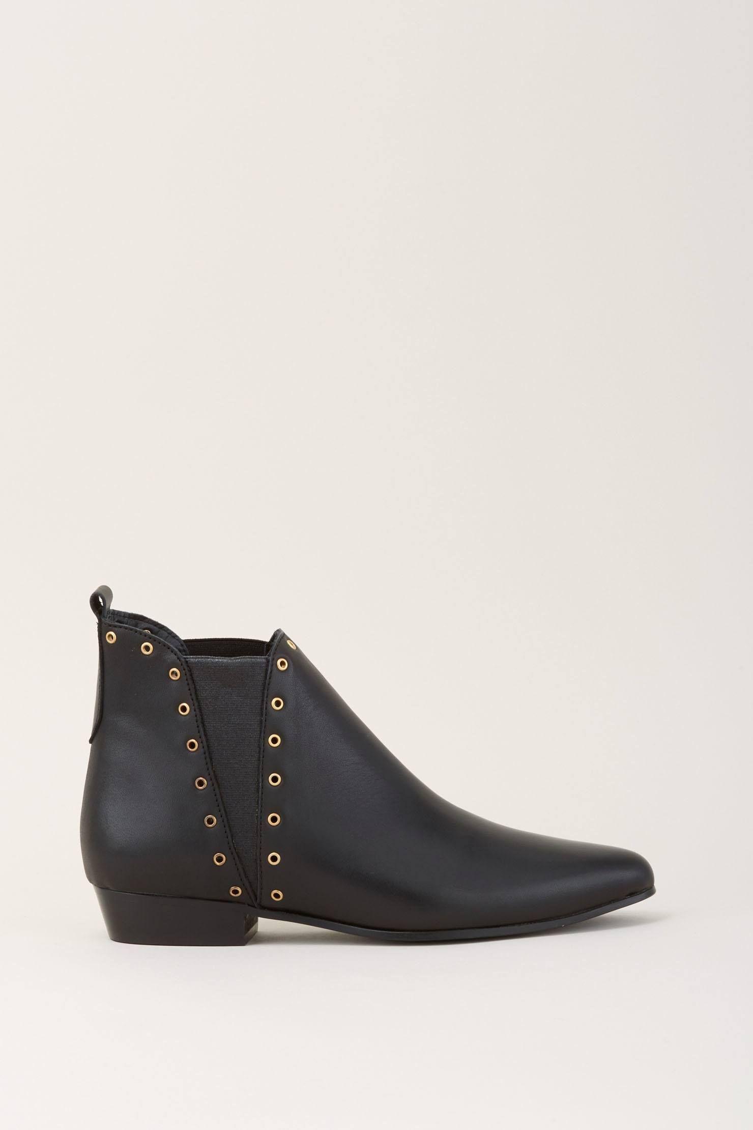 2c97796279d22 Boots en cuir noir avec élastiques argenté et rivets cloutés dorés zoom